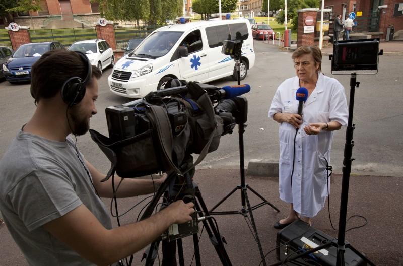 Docteur Nicole Delepine, direct pour BFM tv, journee greve de la faim, lutte parents, unité oncologie pediatrique, hopital Garches, France, 06_14 ©Natacha soury