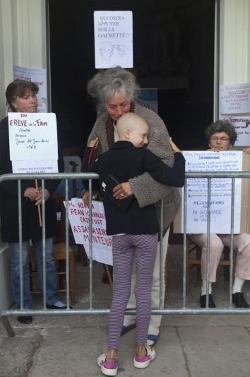 journee greve de la faim, lutte parents, unité oncologie pediatrique, hopital Garches, France, 06_14 ©Natacha soury