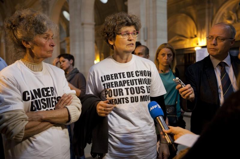 convocation AMETIST, lutte parents, unité oncologie pediatrique de Garches, salle des pas perdus, TGI de  Paris, France, 10_07_14 ©Natacha soury