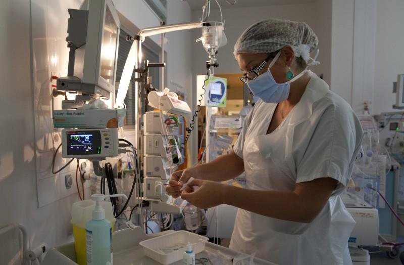Hopital Cochin, service Neonatologie, protocole NIDCAP, preparation test gaz du sang,  Paris, France, ©natacha Soury, 07_14, pour ActuSoing mag.