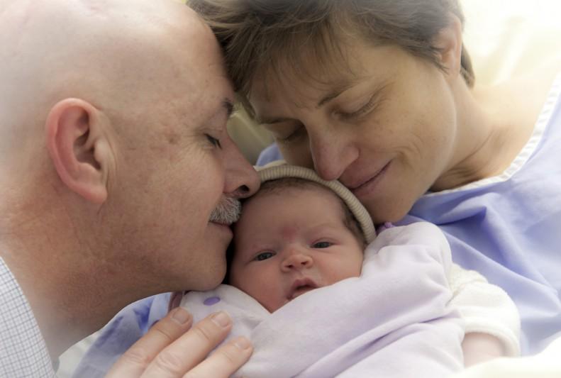 Diane et ses parents,Cesarienne, etapes par etapes, hopital Foch, suresnes, hauts de seine, France ©Natacha soury pour Famili magazine, 19_03_15
